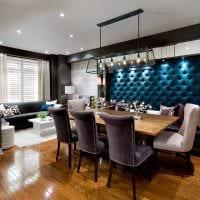 яркий дизайн гостиной со стеновыми панелями картинка