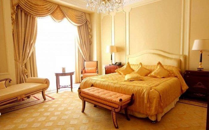 яркий дизайн комнаты в горчичном цвете
