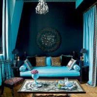 оригинальный интерьер квартиры в голубом цвете фото