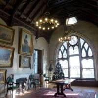 яркий фасад комнаты в готическом стиле картинка
