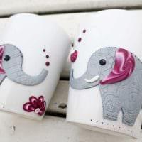 оригинальное декорирование кружки животными из полимерной глины своими руками фото