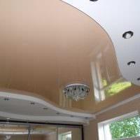яркое оформление потолка аксессуарами фото