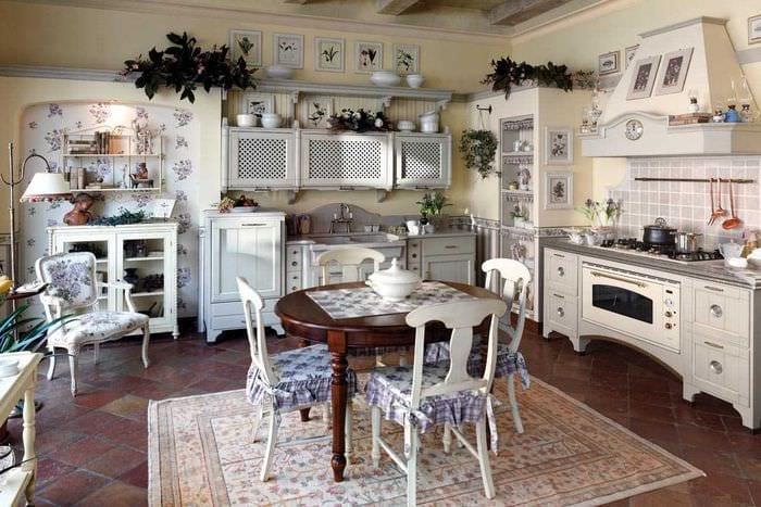 оригинальное украшение интерьера комнаты в стиле прованс