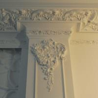 яркое декорирование потолка дополнительном светом фото
