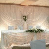 красивое декорирование свадебного зала цветами картинка