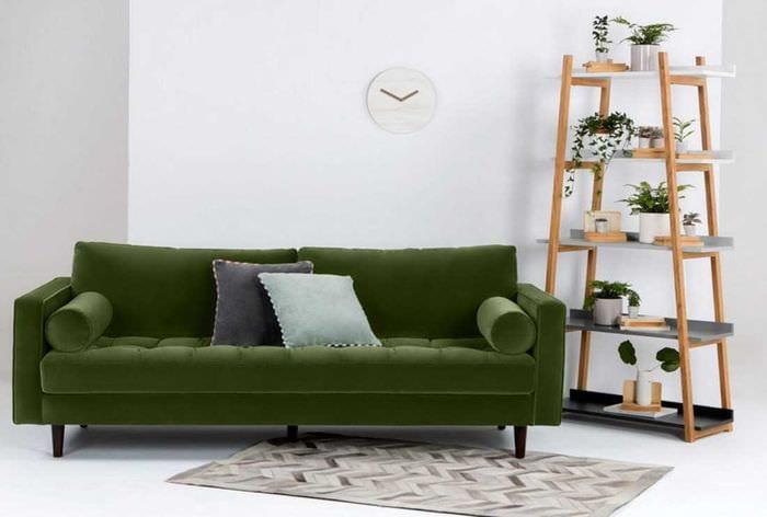 идея красивого декора комнаты с диваном