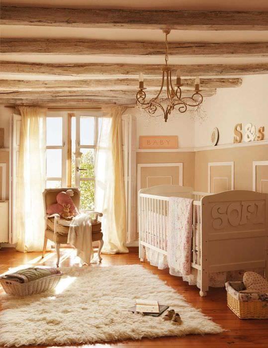 вариант оригинального интерьера квартиры с декоративными балками