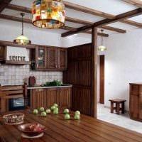 идея красивого декора кухни с декоративными балками картинка