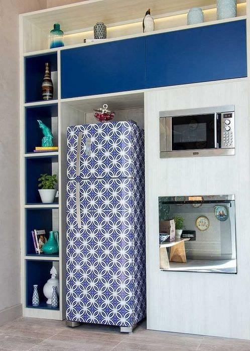 вариант яркого оформления холодильника