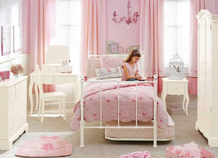 идея яркого дизайна комнаты для девочки