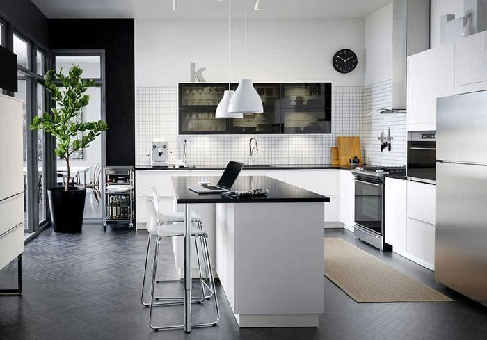 вариант необычного интерьера большой кухни