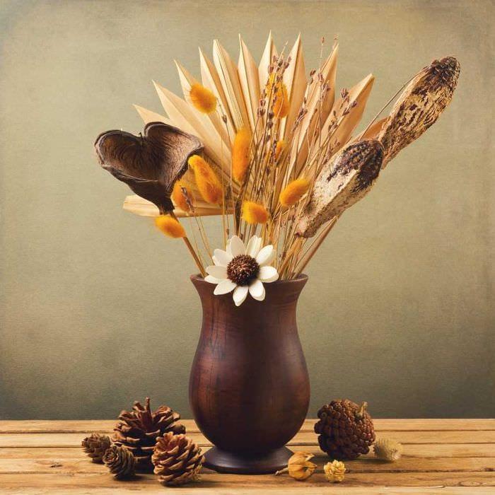 вариант оригинального дизайна вазы с декоративными ветками