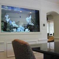 идея красивого украшения домашнего аквариума картинка