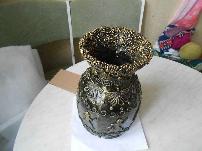 идея красивого оформления настольной вазы