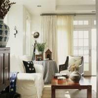 вариант красивых декоративных штор в интерьере комнаты фото