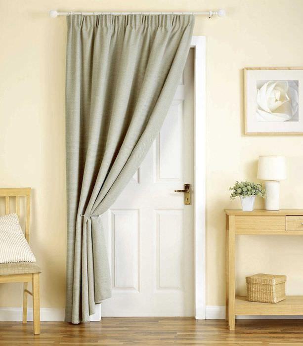 идея необычных декоративных штор в дизайне комнаты