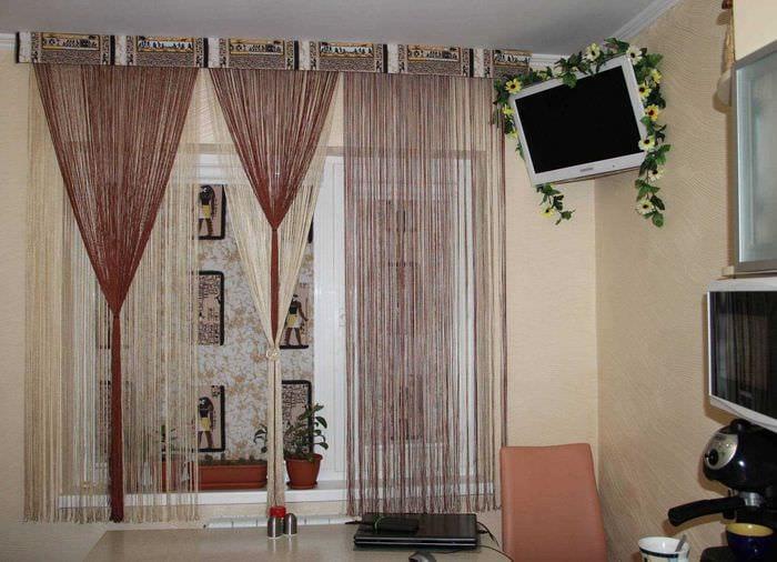 идея оригинальных декоративных штор в стиле квартиры