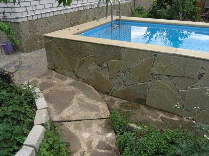 идея современного интерьера маленького бассейна