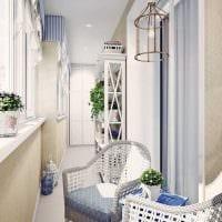 идея красивого декора небольшого балкона картинка