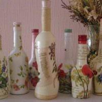 идея яркого декорирования стеклянных бутылок красками фото