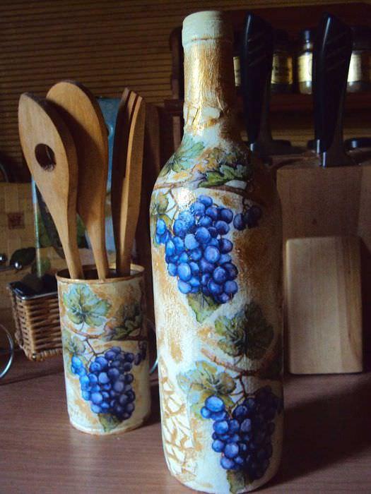 идея красивого декорирования стеклянных бутылок красками
