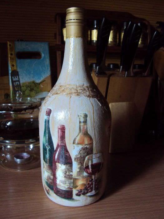 идея оригинального декорирования стеклянных бутылок бисером