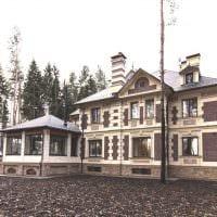 вариант яркого фасада загородного дома фото
