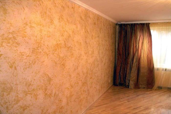 идея яркого дизайна комнаты с декоративной штукатуркой