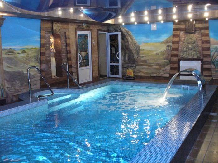 идея современного дизайна маленького бассейна