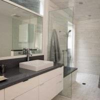 вариант яркого дизайна ванной комнаты картинка