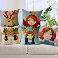 идея необычных декоративных подушек в дизайне спальни картинка