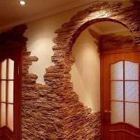 идея яркого декоративного камня в дизайне комнаты фото