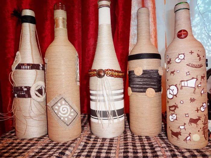 вариант красивого декорирования стеклянных бутылок солью