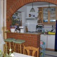 идея красивого дизайна гостиной с аркой фото
