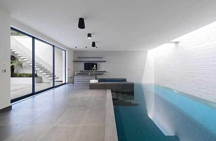 идея необычного интерьера маленького бассейна