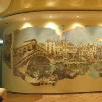 вариант современного интерьера комнаты с декоративным рисунком на стене картинка