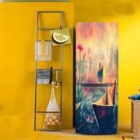 вариант яркого декорирования холодильника картинка