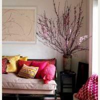 идея яркого украшения углов в квартире фото