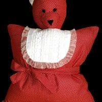 вариант необычных декоративных подушек в стиле гостиной фото