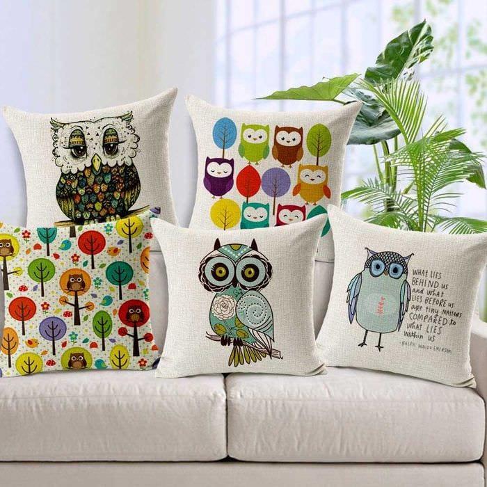 вариант необычных декоративных подушек в дизайне спальни