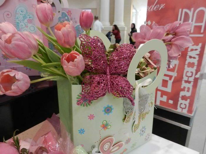 идея красивого декорирования предметов к 8 марта