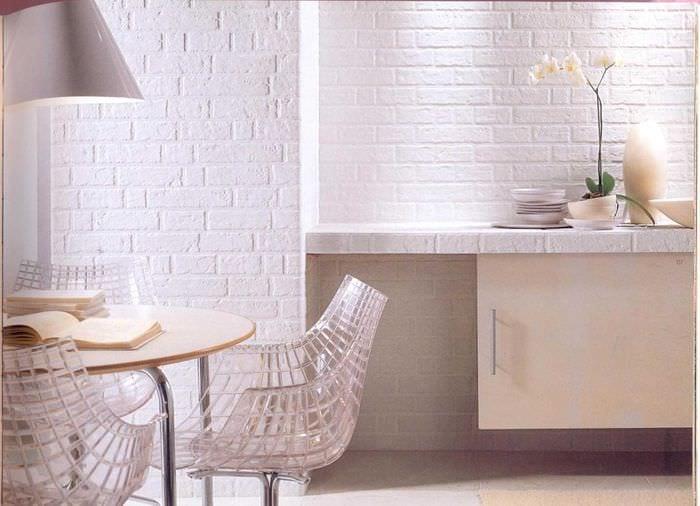 вариант применения красивого декоративного кирпича в дизайне спальни