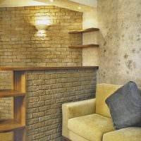 идея применения яркого декоративного кирпича в интерьере комнаты картинка