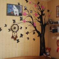 вариант необычного интерьера квартиры с декоративным рисунком на стене картинка