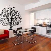 идея красивого интерьера комнаты с декоративным рисунком на стене фото