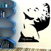 идея необычного декора квартиры с декоративным рисунком на стене картинка