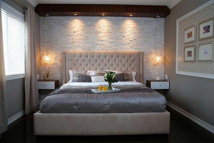 вариант яркого декоративного камня в дизайне квартиры