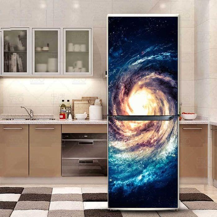 идея оригинального декорирования холодильника