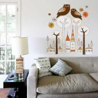 вариант оригинального декорирования интерьера гостиной картинка