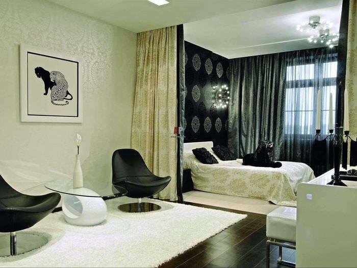 вариант яркого интерьера гостиной комнаты 17 кв.метров
